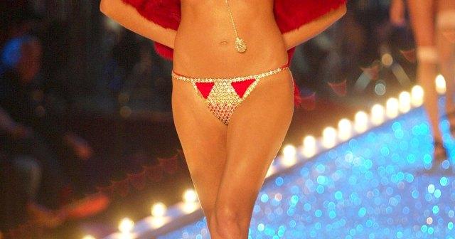 Heidi Klum Was 4 Months Pregnant With Daughter Leni at 2003 Victoria's Secret Fashion Show.jpg