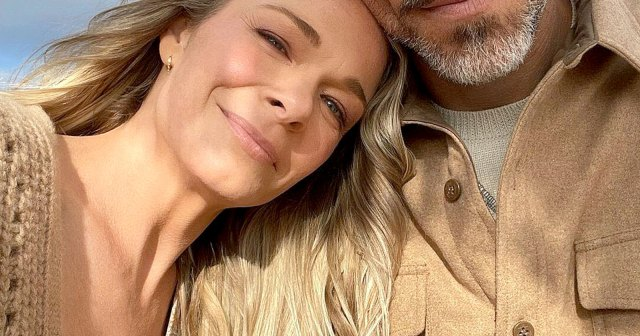 LeAnn Rimes and Eddie Cibrian Jet Off to Cabo to Celebrate Their 10-Year Anniversary.jpg