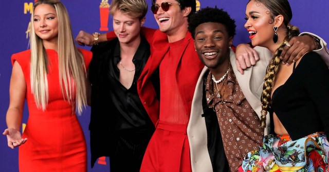 'Outer Banks' Cast Prove They're Squad Goals at MTV Movie & TV Awards 2021 Red Carpet.jpg