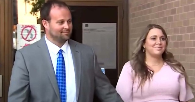 Josh Duggar and Wife Anna Duggar Spotted Smiling After His Efforts to Dismiss Child Pornography Case Fail.jpg