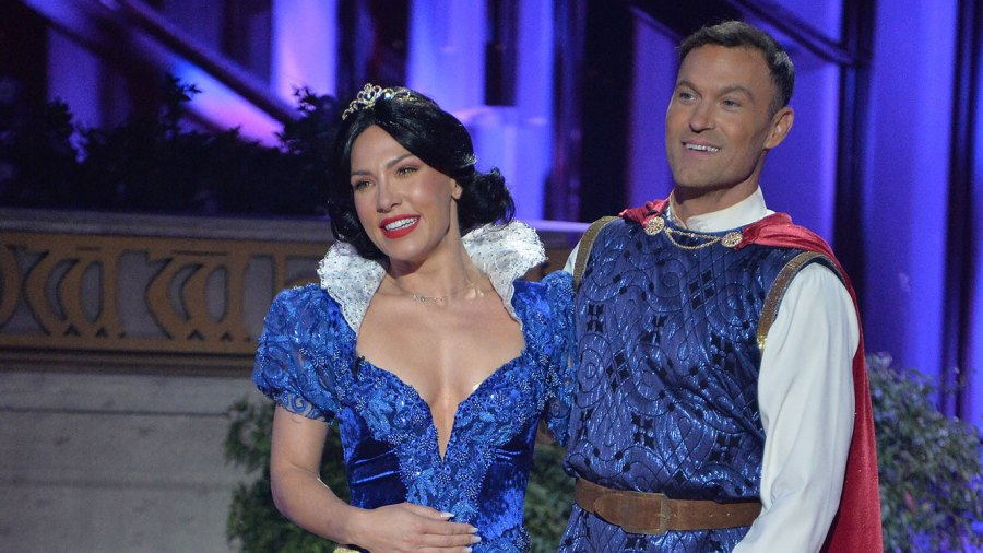 Dancing With the Stars' Fans Weigh In as Judges Criticize Sharna Burgess, Brian Austin Green for PDA