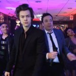 Harry Styles Dances During Jimmy Fallon S Snl Flash Mob