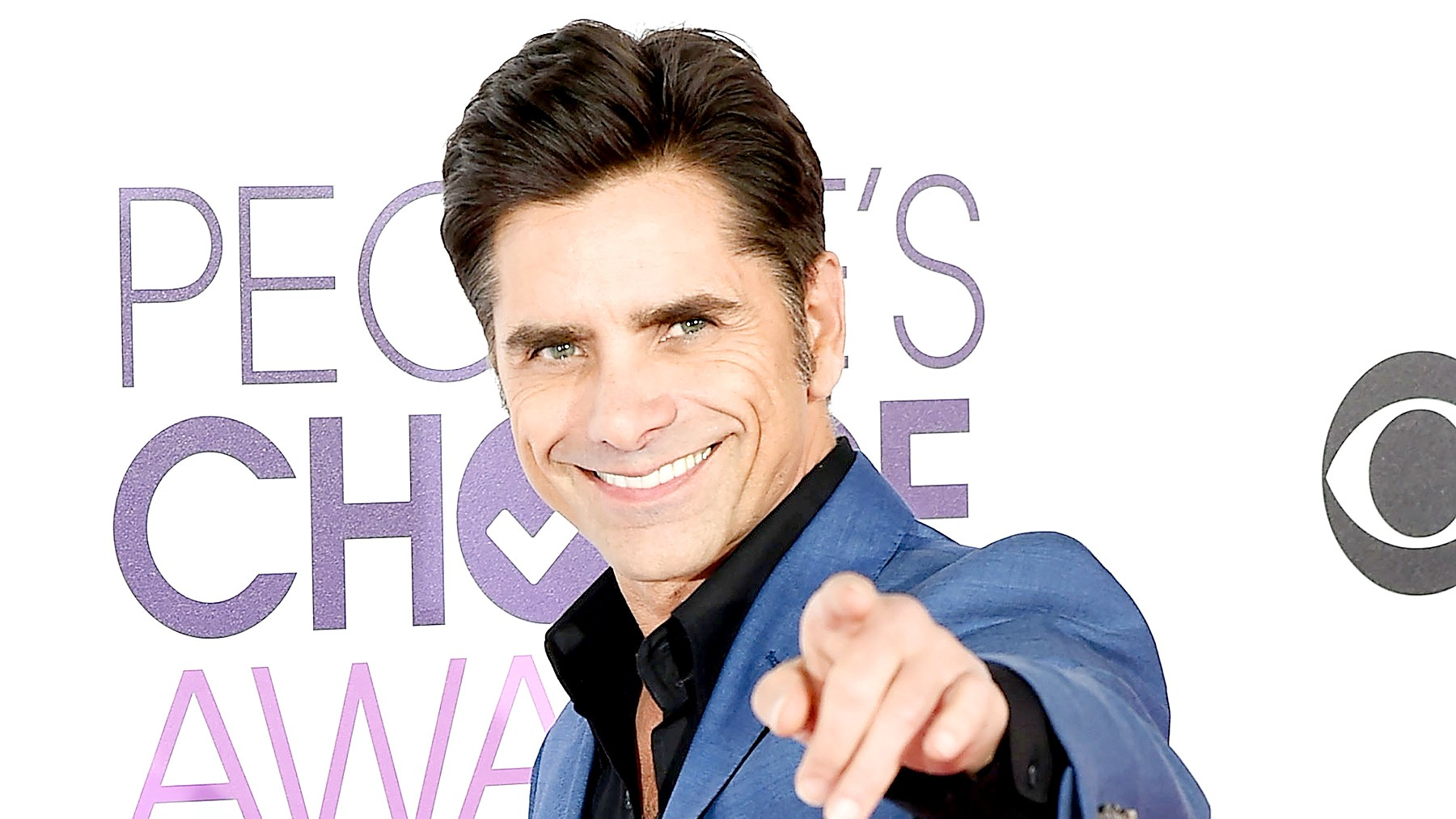 John Stamos attends the People's Choice Awards 2017 - Arrivals at Microsoft Theater on January 18, 2017 in Los Angeles, California.