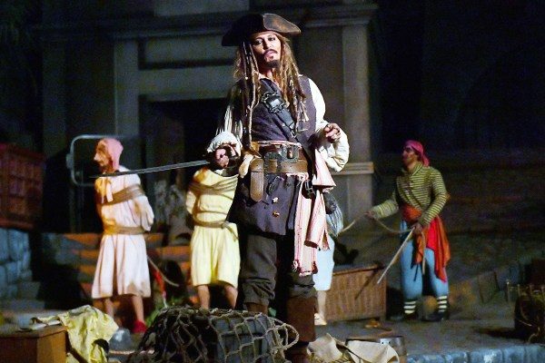 Johnny Depp Surprises Pirates Of Caribbean Riders Disneyland