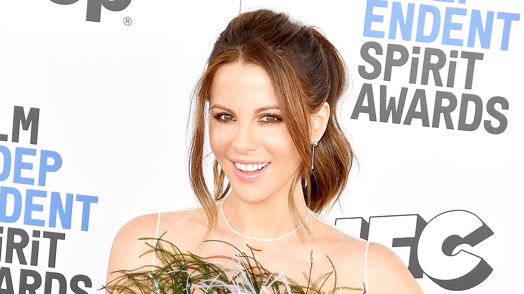 Kate Beckinsale arrives at the Independent Spirit Awards on February 25, 2017 in Santa Monica, California.