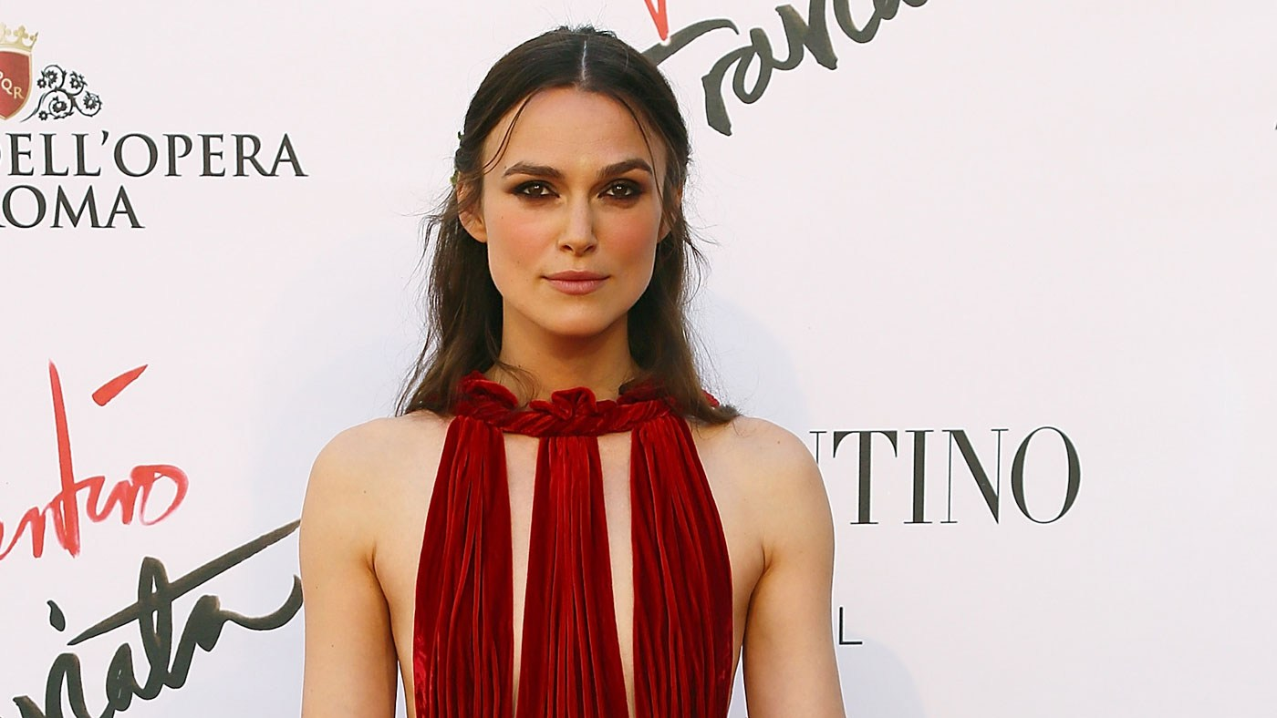 Keira Knightley has been criticized by a former director for having a crazy entourage