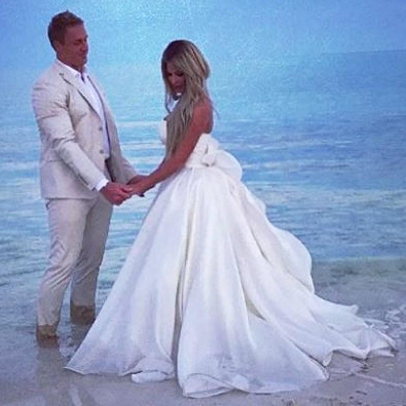 Kim Zolciak Renews Her Wedding Vows With Kroy Biermann Pics