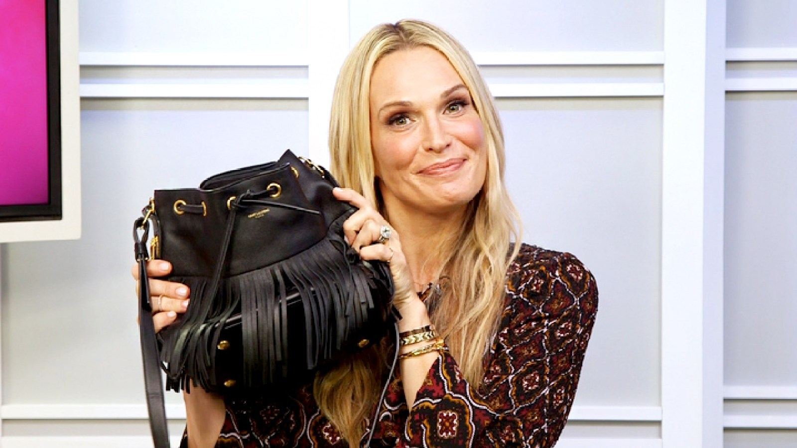 Molly Sims Loves This 9 Concealer See Whats In Her Bag