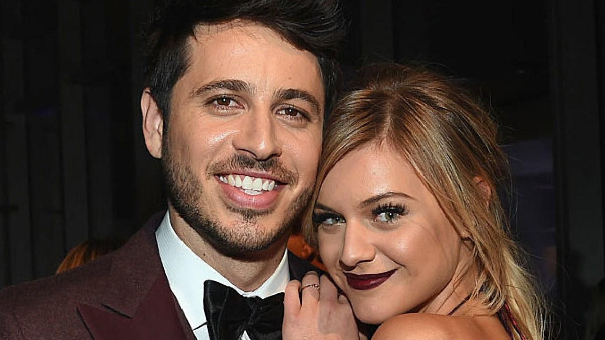 Kelsea Ballerini Is Engaged To Morgan Evans Ring Pic