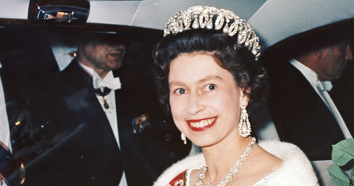 Queen elizabeth ii through the years photos stopboris Choice Image