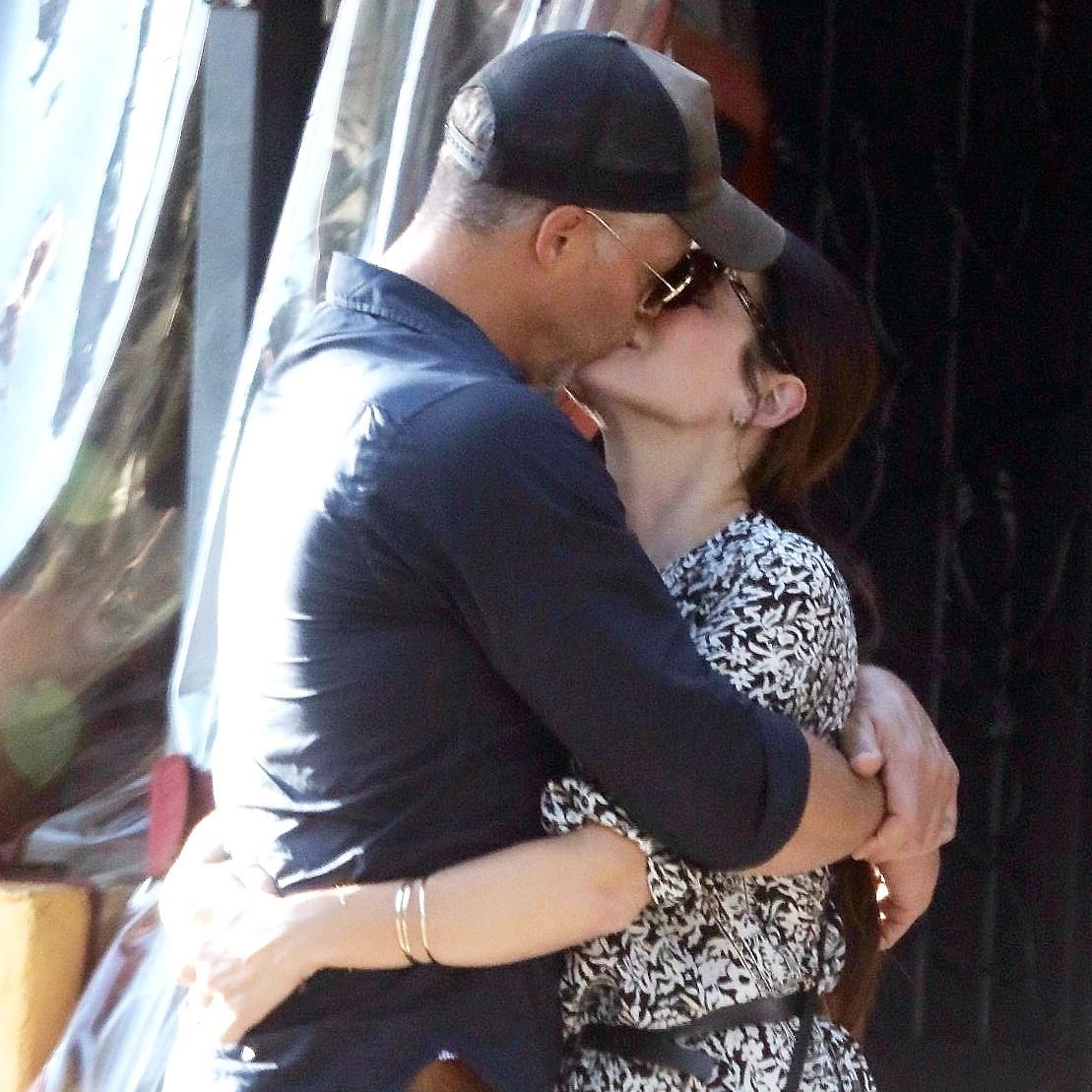 Sandra Bullock Bryan Randall kissing