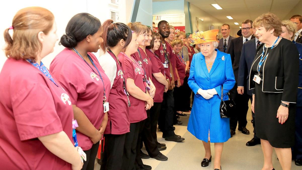 Queen Elizabeth II Visits Manchester Attack Victims: Photos
