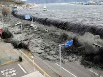 जपानमा शक्तिशाली भुकम्प, दश फिट अग्लो सुनामी।