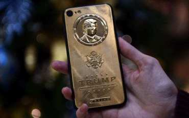 ट्रम्पको मोबाइल कभरकै मूल्य ४ लाख रुपैयाँ