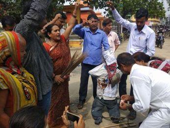 राजपाका कार्यकर्ताले ओलीको पुत्ला जलाए