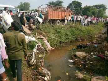 भारतमा नेपाली सवार कारलाई गाडीले ठक्कर दिदाँ ७ जनाको मृत्यु(फोटो हेर्नुस्)