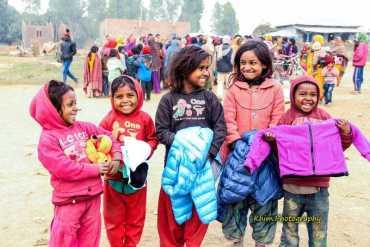 सिराहाका शितलहर पिडितलाइ रेन्बो चिल्ड्रेन होम नेपालको सहयोग