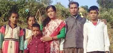 जातीय विभेद: शिक्षकदम्पतीको जागिर खोसियो, घर जलाइयो, गाउँबाट लखेटियो