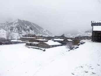 मनाङमा भारी हिमपात,जनजीवन कस्टकर सवारी आवागमन ठप्प