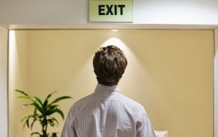 Job hopping in tight labor market can help you snare a fatter paycheck 2