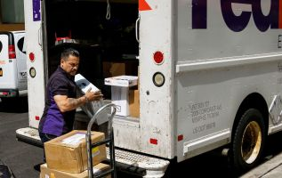 FedEx CMO dismisses Amazon's new delivery service 2
