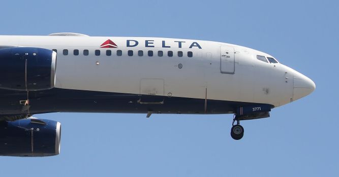 Delta resumes operations after a 'technology issue' briefly halted flights 2