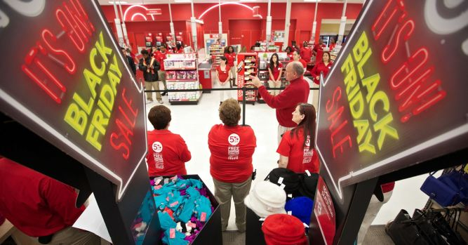 Retailers offer holiday help vacations, kayaks, 'glamour' bundles 1