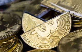 Bitcoin plummets under $6,000 to a low of the year after months of stability 2