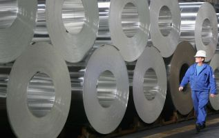 Alcoa shares drop after it did not provide a closely watched profit measure for the full year 3