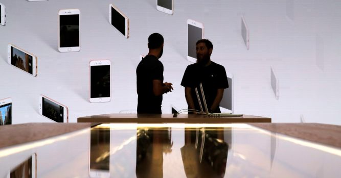 iPhone costs, innovation and waning market hurt Apple, analysts say 5