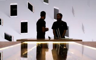 iPhone costs, innovation and waning market hurt Apple, analysts say 2