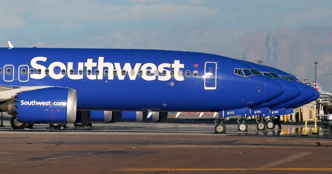 Southwest cuts revenue outlook on Boeing 737 Max groundings, shares slide 1