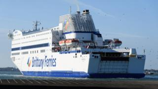 UK government cancels Brexit ferry deals 1