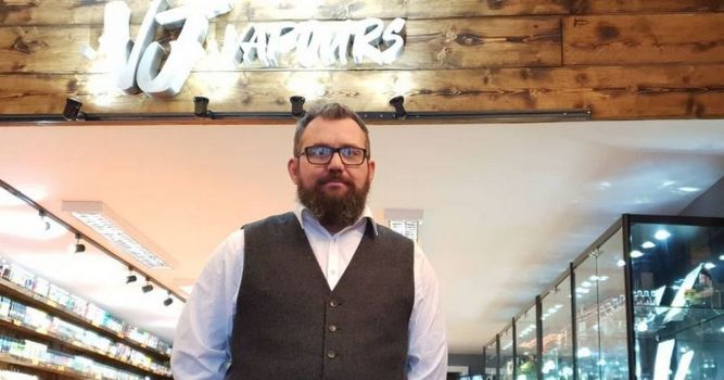 North Staffordshire businessman opens third vape shop in memory of father 9
