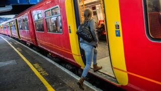 General election 2019: Labour plans central train ticket bookings 7