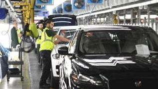 Coronavirus: Jaguar Land Rover to suspend production 3