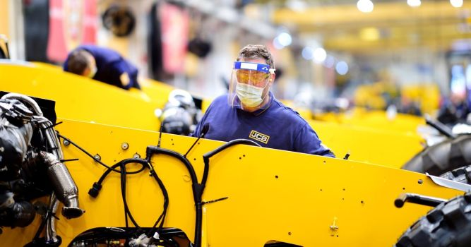 JCB workers accept new flexible working pattern – to save more than 900 jobs 1