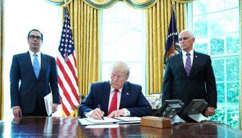 Trump signs executive order 700x420
