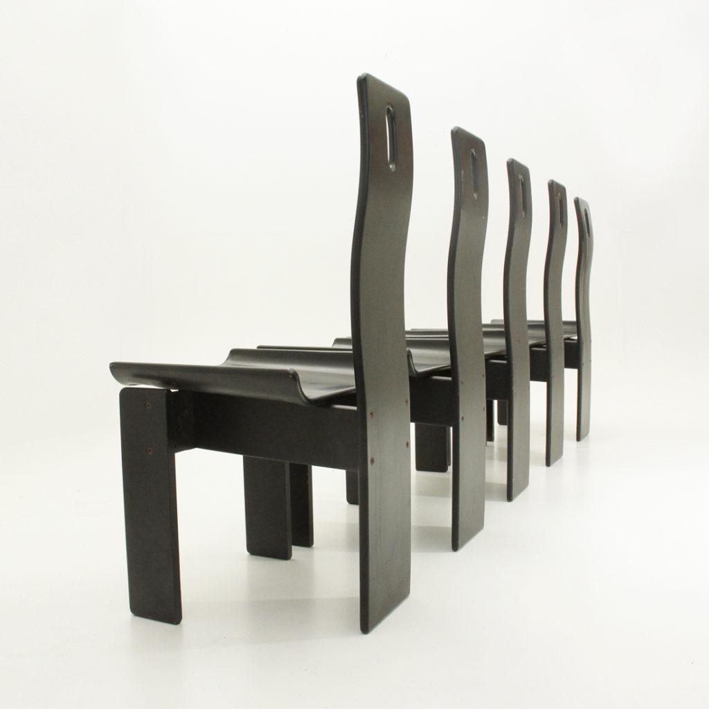 Cinque sedie in legno laccato nero  Uso Interno