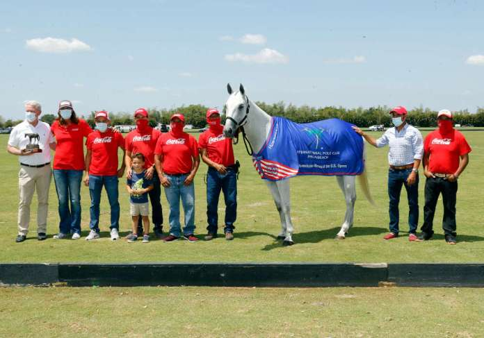 International Polo Club Best American-Bred Horse of the U.S. Open Polo Championship®: Hibachi, played and owned by Gillian Johnston. Presented by Board of Governor Mike Carney and pictured with Miguel Lagos, Daniel Vilches, Milo Vilches, Jesus Romero, Segundo Romero, Alejandro Caro, Manuel Romero.