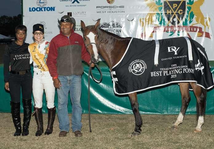 BPP Amateur - Mini - ridden by Dawn Jones, presented by Nene Soumare of David Yurman, pictured with Luis Cartagena (9E2A3563) ©Kaylee Wroe-USPA