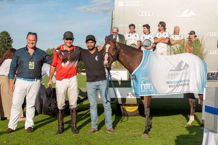 Best Playing Pony: Los Machitos Ikana, played and owned by Lerin Zubiaurre, presented by Julian Radford from Societe Generale, pictured with Mauricio Cayetano.
