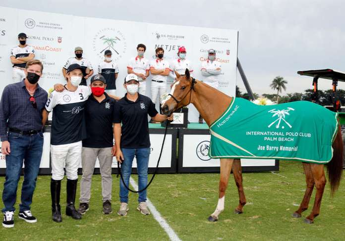 Best Playing Pony of the Joe Barry Cup Final: Yatay Shazam, owned by Beverly Equestrian and played by Tolito Ocampo. Presented by Joe Wayne Barry and pictured with Pablo Velazquez and Josue Tercero Cordoba.