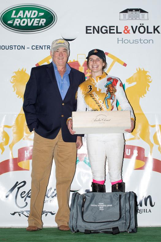 MVP - Lottie Lamacraft, presented by USPA Governor at Large Steve Armour (9E2A3562) ©Kaylee Wroe-USPA