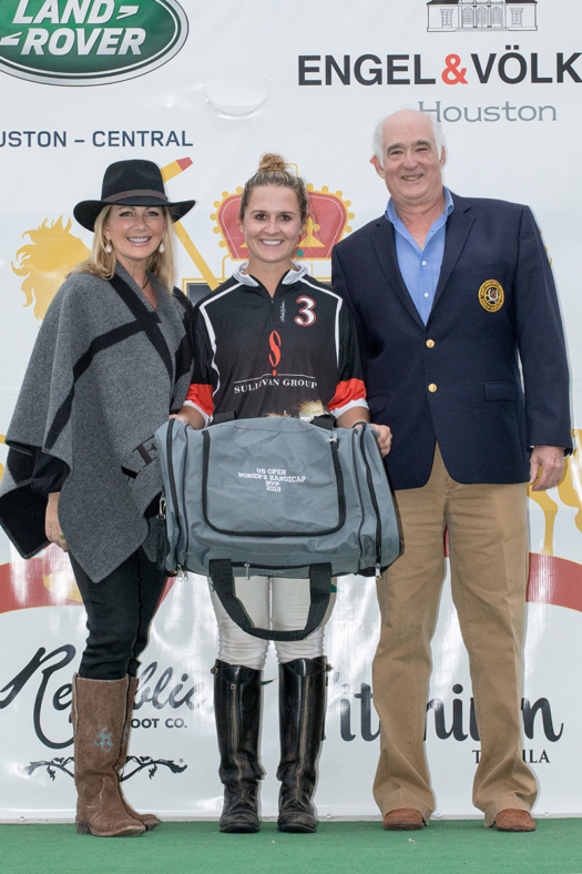 MVP - Marissa Wells, presented by USPA Governor at Large Steve Armour and insert name (9E2A3494) ©Kaylee Wroe-USPA