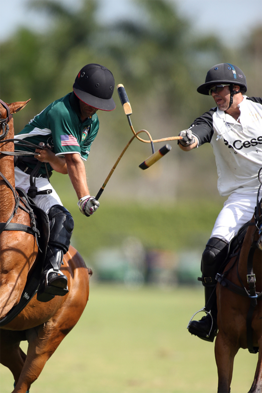 Cessna's Mariano Obregon Jr. with the hook on Francisco Elizalde in his most recent game in the USPA Gold Cup®.