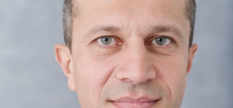 Propunere în Parlament:  Senatorul Cristian Ghica vrea eliminarea ștampilei din administrația publică