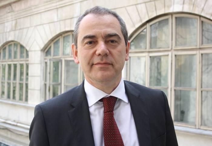 Senatorul USR Vlad Alexandrescu cere deblocarea procedurii legislative la Legea intervenției asupra monumentelor istorice, care ar permite salvarea Castelului Peleș