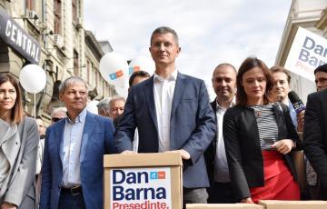Alianța USR PLUS a depus peste 380.000 de semnături pentru candidatura lui Dan Barna la alegerile prezidențiale