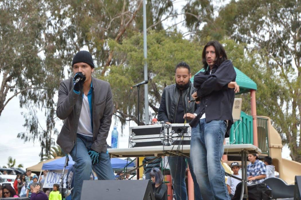 Owen, Juice, and Rskwared perform.